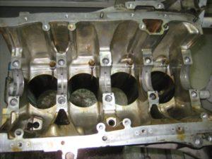 エンジンオーバーホール ブロック