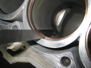 エンジンオーバーホール 合い口隙間測定